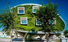 """Edifício Net Zero Energy em Málaga é um """"sanduíche"""" de jardins verticais"""