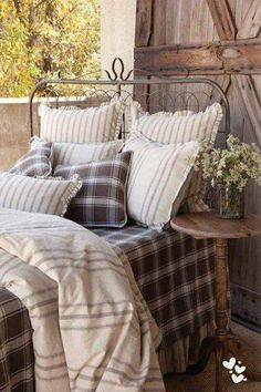 Can even choose what to shop for on this site. What makes a home country? Trending country home decor ideas and products from Indeed Decor. Rustic House, Decor, Bedroom Decor, Beautiful Bedrooms, Home, Country Bedroom, Country Home Decor, Home Bedroom, Home Decor