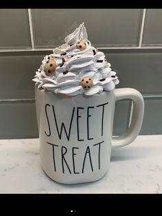 Faux whipped cream mug topper Christmas Mugs, Christmas Baking, Whipped Topping, Whipped Cream, Cream Mugs, Mug Crafts, Fake Cake, Diy Mugs, Baby Food Jars
