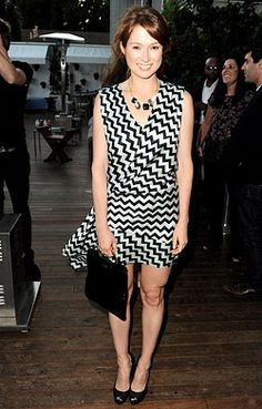 Ellie Kemper in graphic black & white dress.