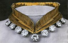 At one point Lilian also had the round diamonds attached to a gold collar style necklace by Van Cleef & Arpels.
