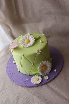 Quilted cake with Daisies by Andrea's SweetCakes, via Flickr