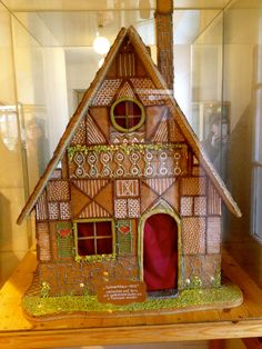 Gingerbread House 4 Gingerbread House Pictures, Christmas Gingerbread House, Christmas Cakes, Gingerbread Houses, Christmas Treats, Christmas Village Houses, Christmas Villages, Christmas Feeling, All Things Christmas