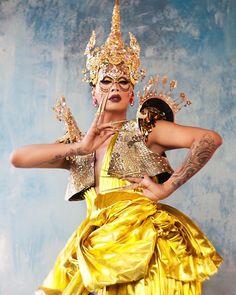 megan / 22 / in transit drag photo ig Drag Queen Names, Raja Gemini, Rupaul Drag Queen, Drag Makeup, Queen Makeup, Golden Goddess, Next Top Model, Mellow Yellow, Amazing Women