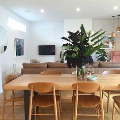 rechteckiger esstisch bunte st hle und sitzbank am fenster essplatz k chen pinterest. Black Bedroom Furniture Sets. Home Design Ideas