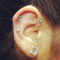 helix studs everywhere #piercings #earpiercings