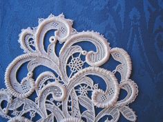 Beautiful example of needle lace. Needle Tatting, Tatting Lace, Needle Lace, Romanian Lace, Lace Bag, Lacemaking, Point Lace, Linens And Lace, Irish Lace