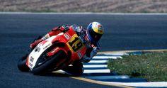 leaning in …John Kocinski, Marlboro Roberts-Yamaha YZR500,...