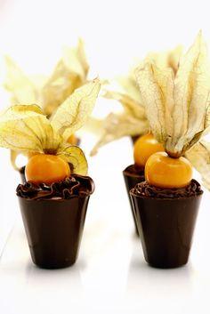 Copinho de Laranja com Physales - Copinho de chocolate, recheado com creme de laranja e acompanhado de Physales