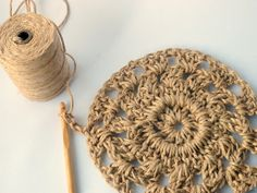Have you noticed that natural jute decor is bang on trend right now? In this tutorial, you'll learn how to crochet the rounds and create a stunning contrast between the natural jute and metallic. Straw Crafts, Jute Crafts, Medusa Tattoo, Crochet Doily Patterns, Crochet Doilies, Texas Crafts, Wall Hanging Crafts, Diy Tattoo, Weaving Art