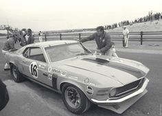 George Follmer - Ford Mustang Boss 302 - Bud Moore Engineering - Marlboro Trans-Am - Trans-Am Bridgehampton - 1970 SCCA Trans-American Championship, round 5 Ford Mustang Boss, Mustang Fastback, Trans Am, Vintage Racing, Vintage Cars, Unique Vintage, Vintage Auto, Vintage Photos, Road Race Car