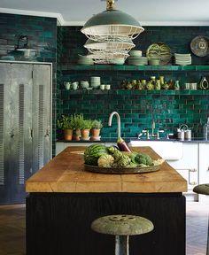 """5,360 Likes, 42 Comments - ELLE Decoration Sverige (@elledecorationse) on Instagram: """"Ett underbart kök – och ett underbart hem! Det här fantastiska Londonhemmet har inretts helt i…"""""""