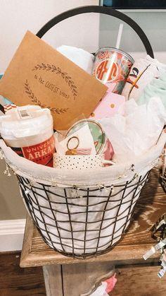 Big Little Week, Big Little Reveal, Big Little Gifts, Little Presents, Birthday Gift Baskets, Birthday Gifts For Best Friend, Friend Birthday Gifts, Girl Gift Baskets, Friend Gifts