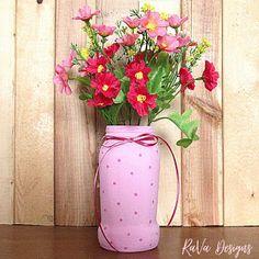 pink painted pasta jar flower vases upcycled jars jar upcycling ideas valentine's day decor Diy Bracelet Storage, Jewelry Rack, Flower Vases, Flowers, Painted Jars, Upcycling Ideas, Chalkboard Art, Wooden Jewelry, Something Beautiful