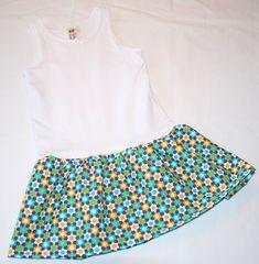 Det behøver ikke at være et større projekt at sy en lille sommerkjole af undertrøje. Her kan du se en nem og hurtig måde at klare det på.