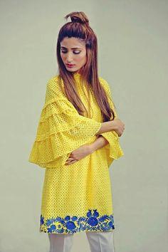 Farha Noor Pakistani Frocks, Pakistani Dress Design, Pakistani Outfits, Stylish Dress Designs, Stylish Dresses, Casual Dresses, Fashion Dresses, Kurta Designs, Blouse Designs