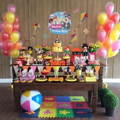 THE Bita World Party It is perfect for celebrating the birthday of a child aged 1 to 4 years. Surely the little birthday girl will love the idea of Baby Boy Birthday, 13th Birthday, Birthday Cake, Chocolate Lollipops, Colourful Balloons, Helium Balloons, Baby Party, Birthday Photos, Birthday Decorations
