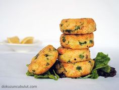 Somon köftesi Fish Recipes, Salmon Burgers, Zucchini, Seafood, Cooking Recipes, Vegetables, Ethnic Recipes, Yummy Food, Sea Food