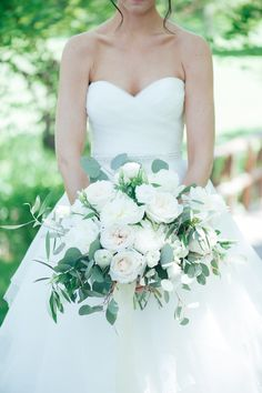 Kristen and Jesse_Niagara Wedding Florist_Ooh La La Designs_all white boquet_Honsberger Estate_bouquet_wedding_vineyard wedding