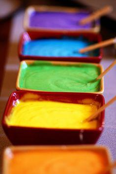 rainbows of color. La vida no es en blanco y negro sino en color.