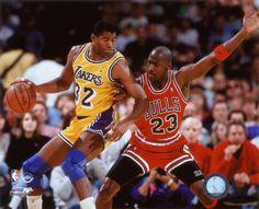 Photo: Andrew D. Bernstein/NBAE (Magic Johnson e Michael Jordan)