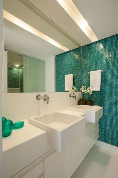 banheiro - vidrotil - bathroom - pastilha - Studio 021 Arquitetura - Saporito Engenharia