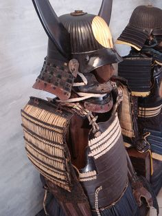 Composite-armor from Edo period to sell with a summer promotional price of euro 6000 + shipping cost it has a very nice iron 62ken kabuto with big Meiji or Showa re-lacquerd wooden wakidate, a iron hanpo, iron okegawa dou with sabiji lacquer, nerikawa sode, iron kote, nerikawa haidate covered by gold leaf and iron suneate,Showa hitsu.