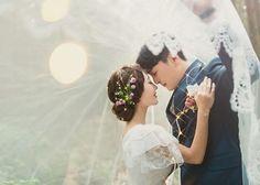 韓国カップルのベールインフォトの撮り方アイデアまとめ Wedding Couples, Wedding Engagement, Dream Day Wedding, Korean Wedding, Photo Work, Pre Wedding Photoshoot, Wedding Images, Wedding Ceremony, Wedding Inspiration