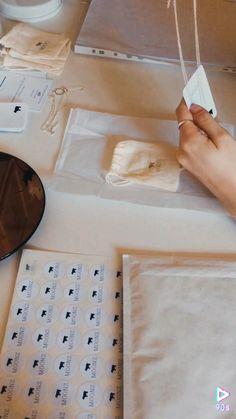 Gift Packaging, Packaging Ideas, Diy Jewelry Packaging, Clothing Packaging, Fashion Packaging, Pretty Packaging, Jewelry Branding, Diy Gift Box, Diy Gifts
