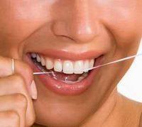 Combatir el mal aliento | Tips para combatir la halitosis - La mayor parte de los casos de halitosis tienen origen en la cavidad bucal, por lo tanto, presta una especial atención a tu higiene oral. Revisa tus hábitos: asear bien la boca, incluyendo la lengua, ayuda a prevenir la proliferación de bacterias responsables por los olores desagradables y mejora el sentido del gusto, además de prevenir enfermedades.http://saludtotal.net/tips-para-combatir-el-mal-aliento/
