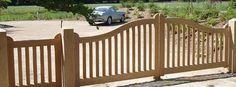 Sierlijk strakke houten poort