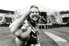 James Hetfield at the Oakland Coliseum, 1991 James Hetfield, Metallica, Rock Band Photos, Robert Trujillo, Kirk Hammett, Thin Lizzy, Gene Simmons, Best Rock, Iron Maiden