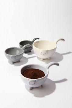 cat measuring cups!