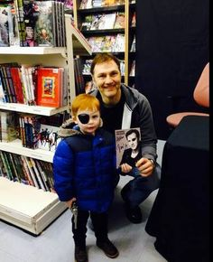 David Morrissey and a young fan. so adorable! Walking Dead Zombies, Dead Man Walking, David Morrissey, Stuff And Thangs, Rick Grimes, Best Shows Ever, It Cast, Nerdy, Remote
