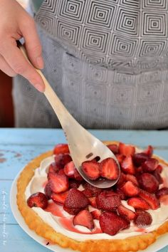 Cum să faci cea mai simplă tartă cu căpşuni. Şi cea mai bună! :)   Bucate Aromate Soup, Cooking, Tableware, Desserts, Diet, Pie, Kitchen, Tailgate Desserts, Dinnerware