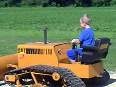 Collin 7 yrs old running this dozer for the first time. His dad made in 2004 from lawn mower and snow mobile parts. Pedal Tractor, Lawn Mower Tractor, Crawler Tractor, Pedal Cars, Cool Things To Build, Yard Tractors, Homemade Tractor, Skateboard Parts, Equipment Trailers