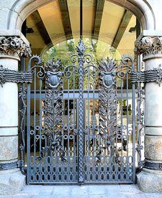 Barcelona - Creu Coberta 104 i 2 by Arnim Schulz, via Flickr