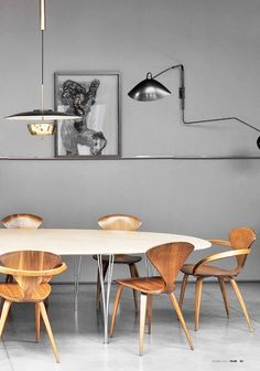 Masa, sandalyeler, aydinlatma