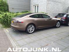 Eens een ander kleurtje op een Tesla foto's » Autojunk.nl (151582)