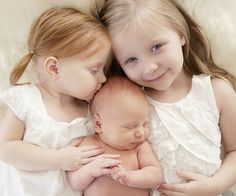 newborn photo with older siblings