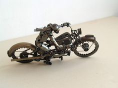 Old parts turned into incredible sculptures of steampunk! Take a look in these 24 pictures.