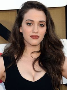 Do or Don& Kat Dennings& Brown Lipstick Are the back? Because Kat Dennings is wearing brown lipstick—do you like it? Fair Skin Makeup, Lipstick For Fair Skin, Blue Eye Makeup, Hair Makeup, 90s Makeup, Glam Makeup, Kat Dennings, 2 Broke Girls, Make Up Helle Haut