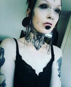 Both terrifying and attractive… Correction . just plain terrifying Both terrifying and attractive… Correction . just plain terrifying Types Of Piercings, Body Piercings, Piercing Tattoo, Punk, Body Art Tattoos, Girl Tattoos, Girl Faces, Corset, Body Modifications