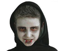 Hop, transformation en un terrifiant vampire ! Halloween Train, Zombie Halloween Makeup, Halloween Contacts, Zombie Makeup, Halloween Goodies, Baby Halloween, Halloween Make Up, Halloween Costumes, Logan Halloween