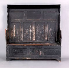 Painted pine settle, 18th c., with scalloped sides.