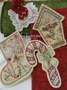 Christmas Ornaments - ideas for fabric paint and embroidery; no patterns, but lots of photos on El Blog de Georgiana at http://eltallerdegeorgina.blogspot.com/search/label/Chistmas%20Ornament%20Club