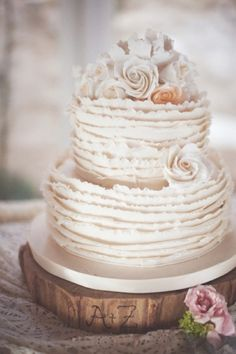 beautiful ruffle cake.. it looks vintage!