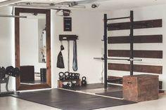 Garage House, Home Gym Garage, Diy Home Gym, Gym Room At Home, Home Gym Decor, Basement Gym, Best Home Gym, At Home Crossfit Gym, Workout Room Home