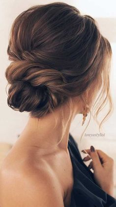 updo wedding hairstyles ,updo wedding hairstyle ideas,wedding hairstyle,romantic hairstyles Looking for the latest hair do? Whether you want to add more edge or elegance – Updo hairstyles can easily make you look sassy and elegant. Unique Wedding Hairstyles, Romantic Hairstyles, Down Hairstyles, Winter Hairstyles, Beautiful Hairstyles, Romantic Updo, Elegant Updo, Short Hair Bride Hairstyles, Bridesmaid Updo Hairstyles