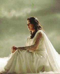 Her!  #mahanati #nadigaiyarthilagam @mahanatithemovie @keerthysureshofficial #keerthysuresh❤️ #keerthysureshofficial South Indian Actress, Beautiful Indian Actress, Beautiful Women, Keerti Suresh, Nithya Menen, Actress Anushka, Indian Movies, Celebs, Celebrities